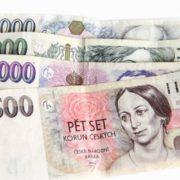 Půjčky na dárek nebo dovolenou jsou oblíbené, jelikož slibují i peníze na ruku pro zadlužené