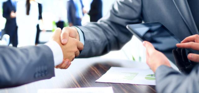 Začínáte s podnikáním? A plánujete zvolit živnost nebo s.r.o.?