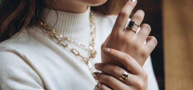 Jaké luxusní šperky jsou aktuálně trendy? A jak vybrat dobrou šperkovnici?